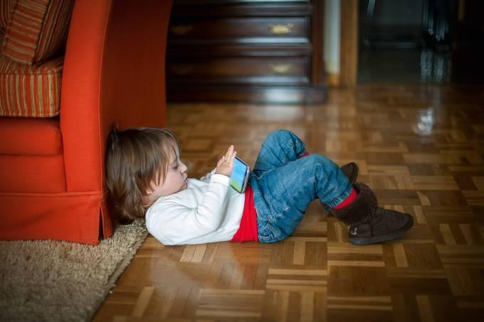 Criança-no-celular.jpg